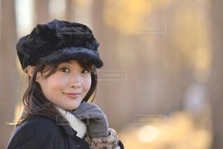 帽子をかぶった小さな女の子の写真・画像素材[4044192]