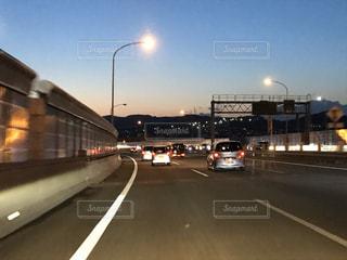 風景,夜,屋外,夕焼け,車,道路,高速道路,夕景,交通