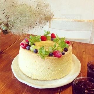 皿の上のケーキの写真・画像素材[3258654]