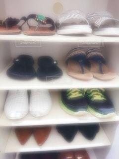 夏,靴,屋内,サンダル,日常,洋服,生活,下駄箱,スニーカー,ライフスタイル,収納,ハイヒール,シューズ,履物,衣替え,整理整頓,シューズボックス,配置