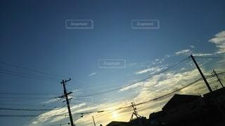 空,雪,屋外,朝日,白,青,オレンジ,電線,明るい,斜面,景観,しろ,日中,あお,クラウド,あさひ