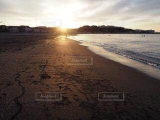 自然,風景,海,空,屋外,太陽,朝日,サーフィン,ビーチ,雲,海辺,水面,海岸,サーファー,正月,お正月,日の出,新年,初日の出