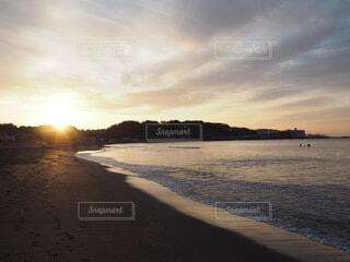 自然,風景,海,空,屋外,太陽,朝日,ビーチ,雲,砂浜,海辺,水面,海岸,正月,お正月,日の出,新年,初日の出