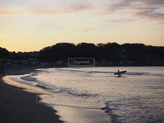 自然,風景,海,空,屋外,朝日,サーフィン,ビーチ,雲,海辺,水面,海岸,サーファー,正月,お正月,日の出,新年,初日の出