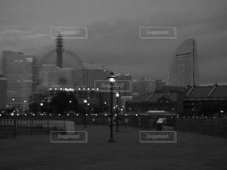 建物,カメラ女子,モノクロ,ライト,都会,旅行,高層ビル,フォトジェニック,黒と白,都市の景観