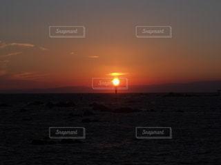 自然,風景,海,空,カメラ女子,太陽,夕暮れ,海岸,灯台,地平線,マジックアワー,フォトジェニック