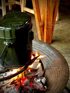 屋外,キャンプ,炎,火,焚き火,飯盒炊飯,飯盒,台所用品