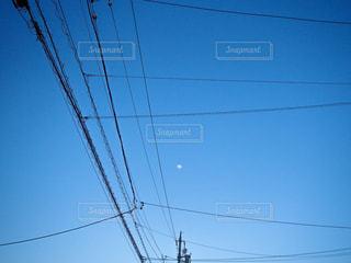 空,夜景,夜空,屋外,青空,電柱,電線,月,電信柱,景観,日中,ライン,クラウド,ワイヤー
