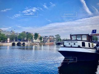 空,屋外,湖,海外,ボート,船,水面,ヨーロッパ,旅行,旅,オランダ,アムステルダム,河川,レジャー,ライフスタイル,運河,車両,クラウド,水上バイク