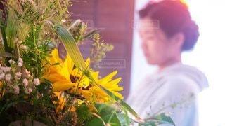 女性,花,花束,結婚式,オレンジ,ホテル,20歳代