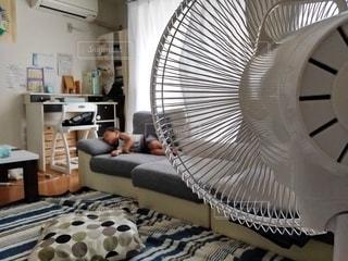 夏のうたた寝の写真・画像素材[3438475]