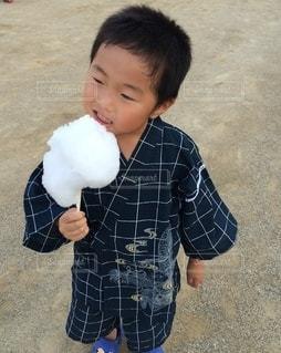 甚平と綿菓子の写真・画像素材[3501303]