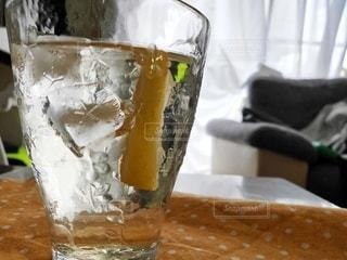 冷たいレモンジュースの写真・画像素材[3504111]