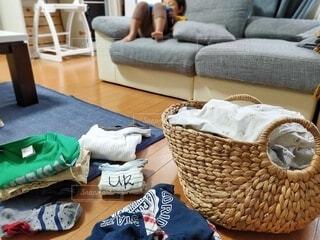 洗濯ものをたたむの写真・画像素材[3763452]