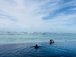 海と空と人の写真・画像素材[3207047]