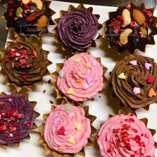 食べ物,スイーツ,花,ケーキ,カラフル,バラ,鮮やか,いちご,デザート,おやつ,カップケーキ,お菓子,チョコレート,たくさん,甘い,装飾,手作り,マフィン,お菓子作り,カラー,誕生日ケーキ,イチゴ,糖質,食べすぎ,ウエディング ケーキ