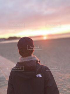 風景,海,砂浜,海岸,男,朝焼け,少年