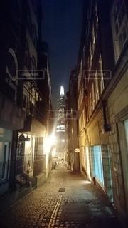 風景,建物,夜,夜景,屋外,景色,街,タワー,道,イギリス,ロンドン,路地裏