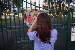 女性,風景,屋外,少女,人,旅行,旅,フェンス,ハワイ,リゾート,遊び場,トラベル,ゲート,イオラニ宮殿