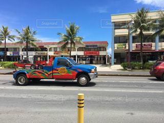 建物の前に駐車している消防車の写真・画像素材[3263392]