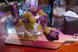 食卓の上の食べ物の写真・画像素材[3709642]