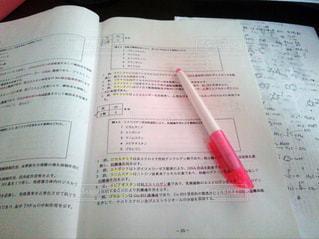 ピンク,本,ペン,勉強,手書き,テキスト,蛍光ペン,薬学