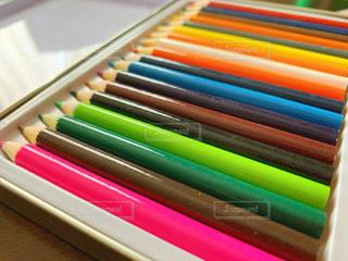 カラフル,鮮やか,ペン,色鉛筆,鉛筆,カラー,紙,おえかき,色えんぴつ,おうち時間