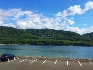 湖の駐車場の写真・画像素材[3357757]