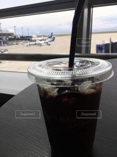 空港でアイスコーヒーの写真・画像素材[3407534]