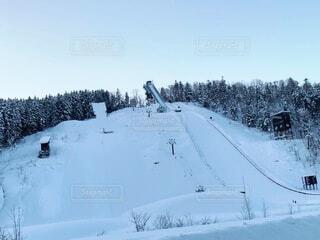 自然,空,冬,雪,屋外,ジャンプ,山,樹木,スキー,運動,スキー場,冷たい,斜面,ウィンタースポーツ,日中,スキージャンプ