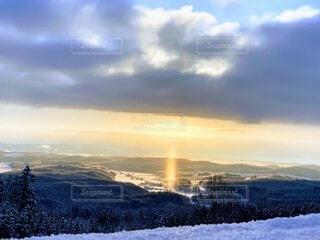 自然,風景,空,雪,屋外,太陽,朝日,雲,北海道,山,丘,正月,寒い,お正月,日の出,新年,初日の出,眺め,高い,マイナス,サンピラー