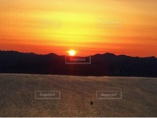 自然,海,空,冬,屋外,湖,太陽,朝日,ビーチ,雲,山,オレンジ,正月,お正月,日の出,新年,初日の出