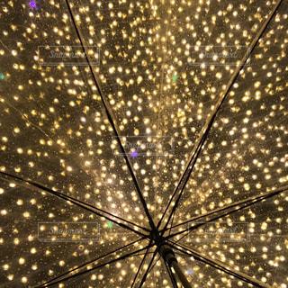 夜,雨,傘,光,イルミネーション,キラキラ,クリスマス,明るい