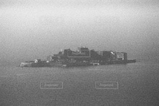 風景,空,屋外,湖,ボート,モノクロ,船,水面,霧,大地,軍艦島,黒と白