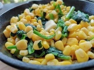 食べ物,食事,野菜,コーン,バター,料理,調理,スキレット,食材,ほうれん草,バターコーン