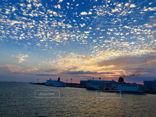 風景,海,空,夕日,湖,雲,青,夕暮れ,船,水面,景色,旅行