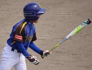 子ども,春,夏,秋,スポーツ,屋外,青,かっこいい,男子,人,地面,小学生,野球,少年,ヘルメット,男の子,試合,成長,ユニフォーム,熱い,一生懸命,戦い,グローブ,プレーヤー,フォトジェニック,少年野球,バット,叫ぶ,全力,スイング,軟式野球,願う,野球少年,声,学童,野球好き,大声,学童野球,スポーツ フォーム,野球グラブ,野球のバット,マクドナルド杯,勝つぞ