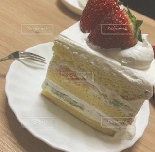 皿の上のケーキの写真・画像素材[3419703]
