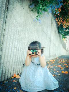 ママを撮る娘の写真・画像素材[3384167]