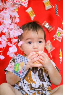 吊るし雛ならぬ吊るし菓子の写真・画像素材[4212082]