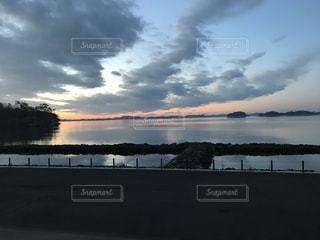 自然,風景,空,屋外,湖,雲,水面,海岸,景色,日の出,くもり,景観,眺め,クラウド