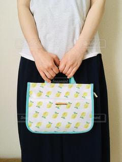 レモン柄の鞄の写真・画像素材[3231319]