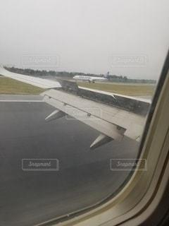 着陸直後の写真・画像素材[3210471]