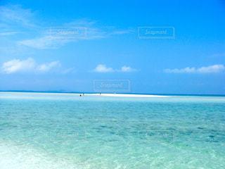 青い空と白いビーチの写真・画像素材[3259769]