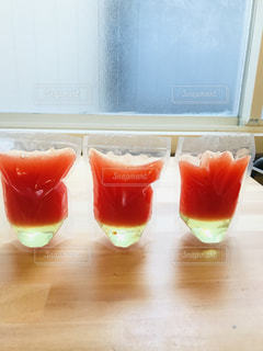 オレンジジュースのグラスの写真・画像素材[3210067]