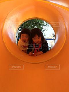 子ども,少女,オレンジ,笑顔,トンネル,幼児,遊具,遊び場