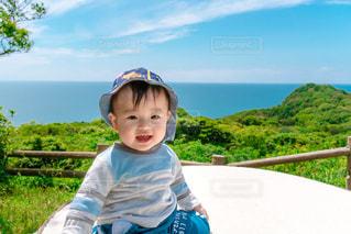 帽子をかぶった小さな男の子の写真・画像素材[3240785]