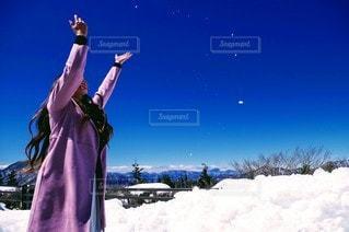空中の雪の写真・画像素材[3204425]