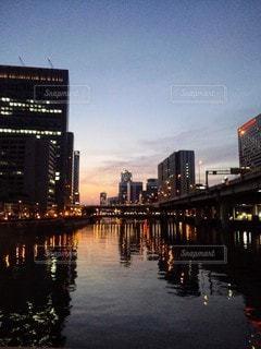 風景,空,建物,夜,橋,屋外,川,水面,都会,高層ビル,都市の景観