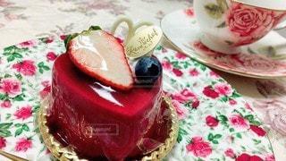 食べ物,風景,ケーキ,クリーム,デザート,テーブル,皿,キャンドル,チョコレート,カップ,甘い,おいしい,誕生日ケーキ,イチゴ,ウエディング ケーキ